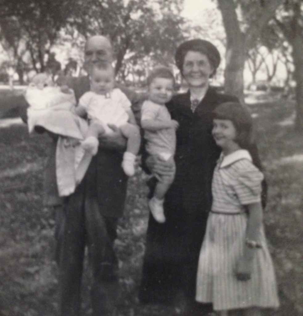 Mabel and Rogers with several grandchildren